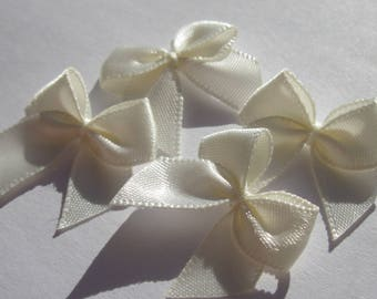4 nodes in satin 20 to 21 mm approx - stitched fabric - (A290)