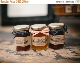 Christmas in July - Sale Rustic Wedding Favors - Fall In Love - Wedding Jam Favors -150 (2oz) Jars - Personalized Label- Jam Wedding Favors