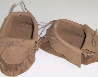 Tan Brown Leather Baby Moccasins,Hand Crafted Size 2-4 Infant Moccasins Suede Leather Hand-cut and Sewn