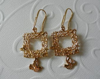 Earrings square nest and bird in flight Golden
