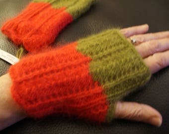 Fingerless mittens in 100% angora wool khaki/Red