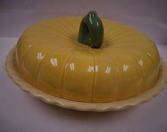 Thanksgiving covered pumpkin pie plate. LTD Commodities,inc 1990
