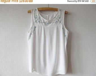 CIJ SALE White Gauze Top White Summer Blouse Sleeveless Blouse White Crinkled Top White Gauze Blouse Embroidered Blouse White Women Shirt La