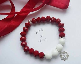Red Crystal and White Agate Gemstone Beaded Bracelet 925 Silver or Gold Plating