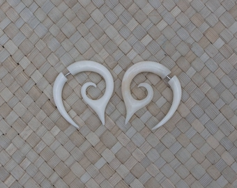 Small Pointy Bone Earrings, Bone Fake Gauge Earrings, Bone Fake Piercing