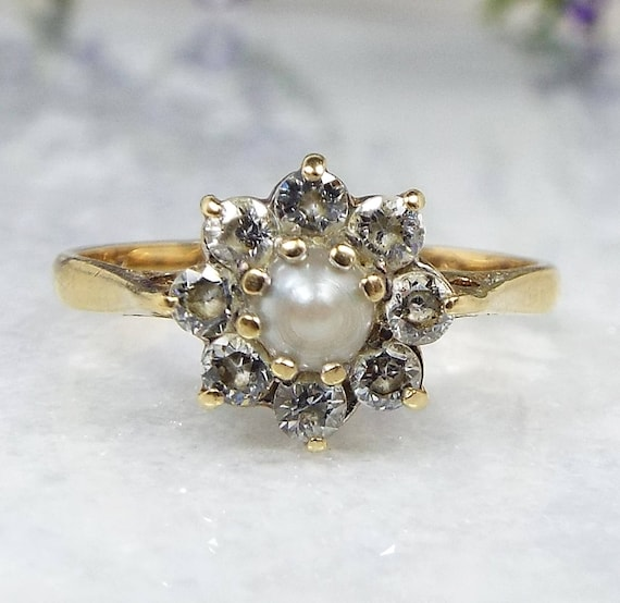 Vintage 1983 9ct Yellow Gold White Pearl and Crystal Daisy Cluster Ring Size L
