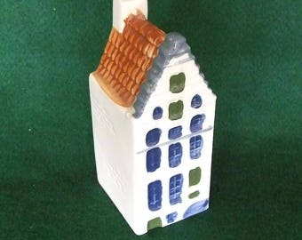 This is a lovely Dutch Miniature House singel 64 Amsterdam like KLM House