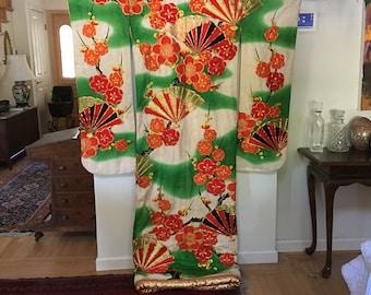 Japanese Uchikake Wedding Kimono Embroidered, Fans and Flowers, Bottom Padding, lined in Gold Fabric/traditional Japanese Wedding Kimono