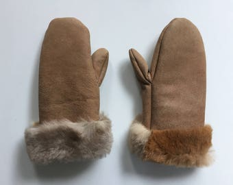 135-Children's gloves made of grown opossum fur and opossum leather