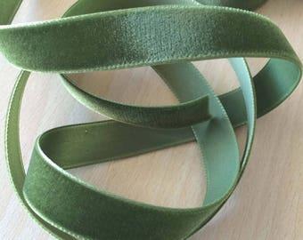 pretty Green Velvet Ribbon 068