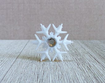 Snowflake - Winter - Beauty - White - Christmas - Holiday - Lapel Pin