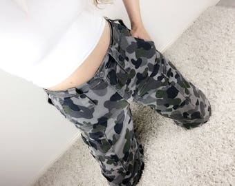 Australian Made Army Cargo Camo Pants Camouflage Khaki Worn In Y2K Military Trousers Fatigues Unisex Ladies Mens 80R Cotton Poly