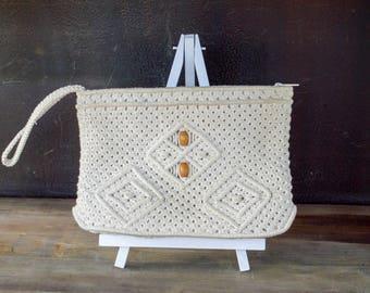 Vintage Macrame Crochet Wristlet Bag, 70s Boho Macrame Clutch Purse, Medium Zip Pouch,  Travel Bag, Purse with Wooden Beads, Gift for Her
