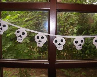 Halloween garland skull