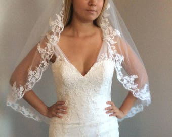 Beautiful veil with lace at the edge