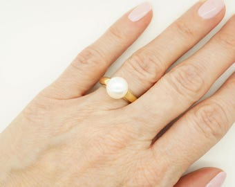 Gold Pearl Ring-Pearl ring-Yellow gold ring-Wedding -Pearl engagement ring-Anniversary present-For her birthday-White Pearl Statement Ring