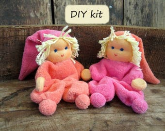Do it yourself kit '2 Noesjes', for making 2 dolls with magnetic hands. Color: salmon - pink
