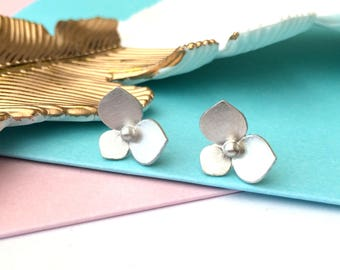 Silver floral earrings, flower earring,  silver stud earrings, hydrangea earring, Bridesmaid earrings, Delicate earrings,  hydrangea jewelry
