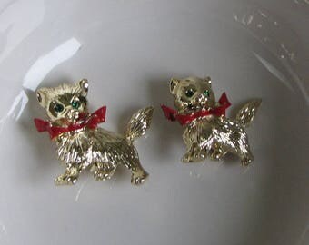 Christmas Cats Brooches Gold Toned Two (2) Holiday Lapel Pins Vintage Women's Holiday Jewelry and Accessories