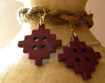 Earrings made of Amaranth wood.