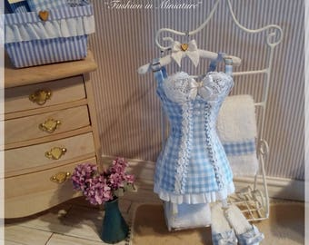 Delicate and refined corset with slippers in 1:12 scale
