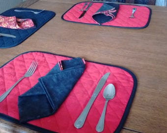 Reversible placemats and napkins