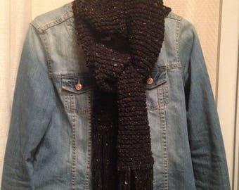 Wool with grey fringe with a satin scarf