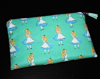 Zipped hand clutch in cotton Alice in the land of Wonderland!