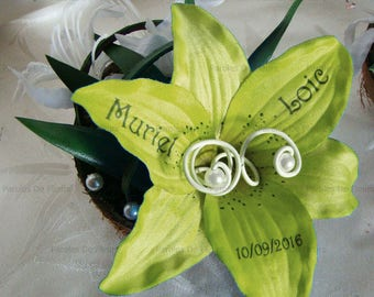 Green lime/White Lily and artificial customize nerrines coconut shell ring pillow