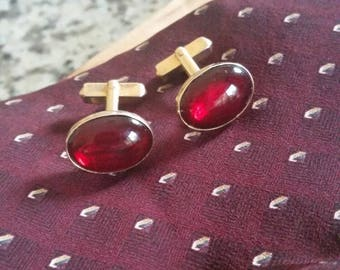 Vintage Swank Oval Red Glass and Gold Tone Swank Cuff Links