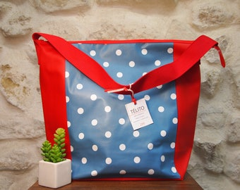 Great bag in blue oilcloth with white polka dots (closure)