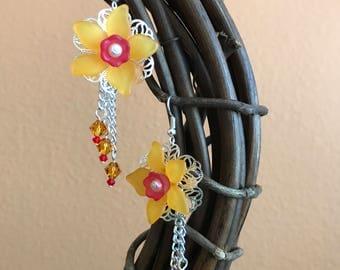 Daffodil earrings, Yellow flower earrings, Daffodil Lucite earrings, Swarovski Crystal earrings, bridal earrings