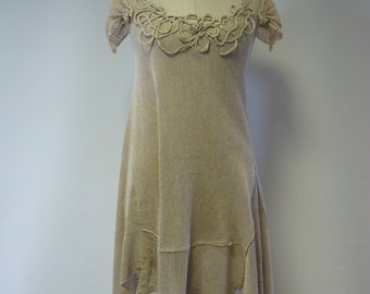 The hot price, taupe linen tunic, M size. Made of pure linen.