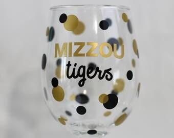 Wine Glass (12 oz) - Mizzou Tigers w/ Polka Dots