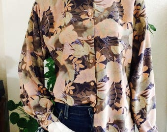 Beautiful vintage blouse| size Medium, maybe large| oudroze | floral blouse | boho chic| vintage blouse| 60s | 70s