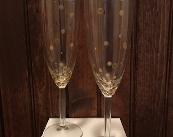 Gold champagne glasses, gold champagne flutes, gold confetti, gold dots, champagne celebration, gold confetti champagne glasses