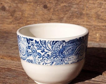 Small ceramic paisley motif bowl for tea or condiments