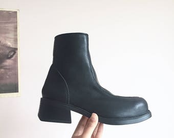 vintage black leather ankle boots chunky heel // size 6.5 US womens