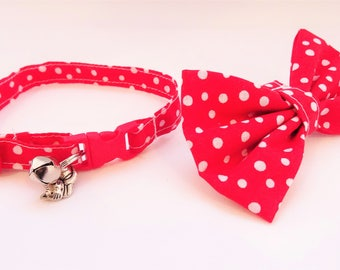 Christmas // Cat Collar optional bow // Red with snowballs