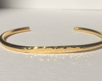 Gold bracelet - Hammered gold cuff bracelet - Gold bangle bracelet - Stacking bracelet - Adaptable bracelet