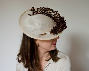 Beige Saucer Fascinator Hat with preserved brown flowers/wedding hats/Mini Hats/Vintage Hat/Ascot Hat/Accesories/Floral fascinator