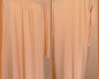 Vtg Vanity Fair Pale Pink/Peach Night Gown Long Sleeve Long Length Made in USA
