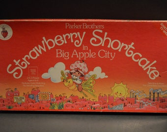 Vintage 1981 Parker Brothers Strawberry Shortcake in Big Apple City Board Game