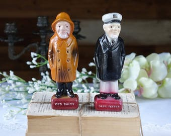 Vintage Old Salty and Cap'n Pepper shakers - Plastic - Hong Kong - Retro kitchen decor