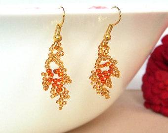Beaded earrings. Golden leafs. Small earrings.