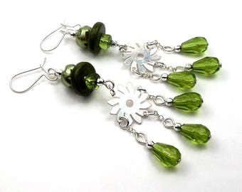 Earrings in silver and glass beads green olivine hippie boho chic