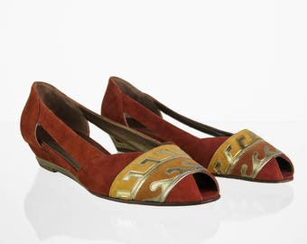 Vintage suede sandals with pattern