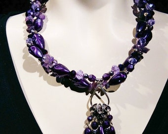 Big and bold choker, statement necklace purple lucite and glass beads, amethys chips, Elegant and trendy