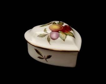 Spode Blenheim Y7695 England Bone China Heart Shaped Trinket Box Fruit Cluster Vintage
