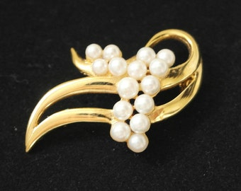 Vintage Gold Tone and Faux Pearl Brooch